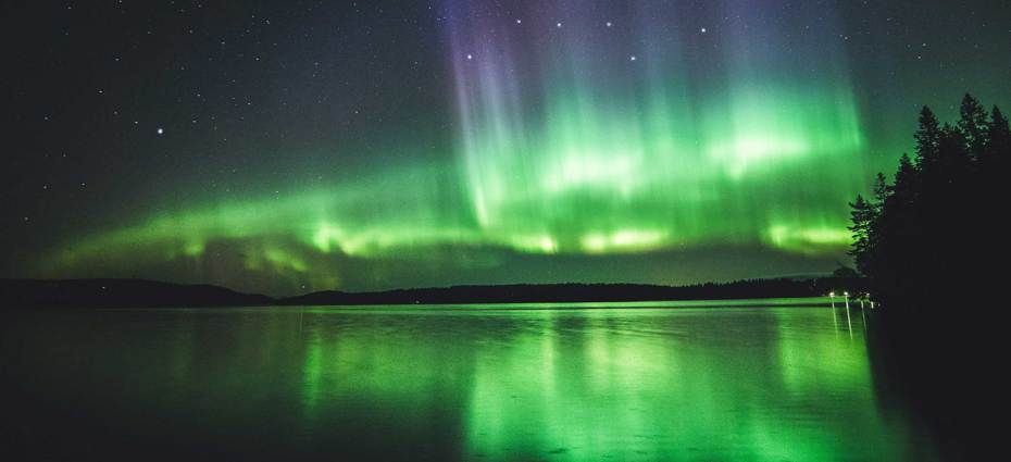 Iceland-Northern-Lights-Lake