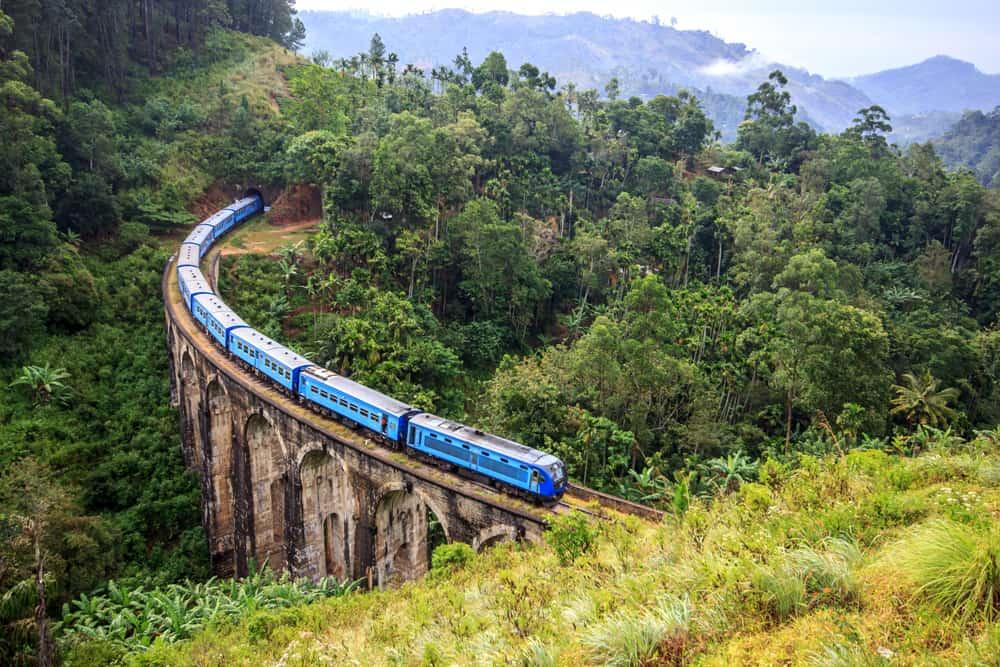 SRI-LANKA-TRAIN-JOURNEY