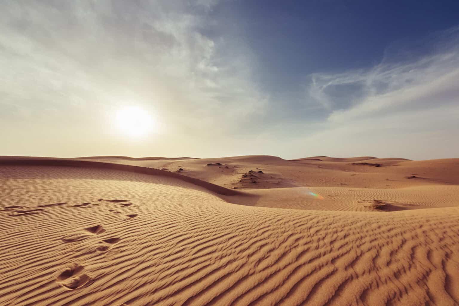 Oman-Empty-Desert-Sun